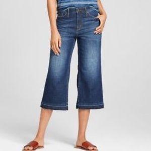 UNIVERSAL THREAD   sz 10 NWT high rise crop jeans